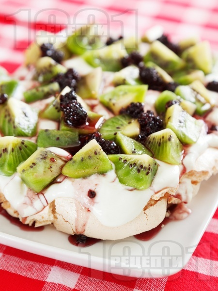 Десерт Павлова с киви - снимка на рецептата